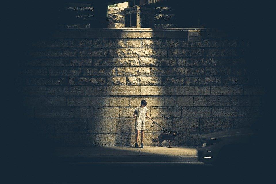 影の中から踏み出す、自己否定感から踏み出す