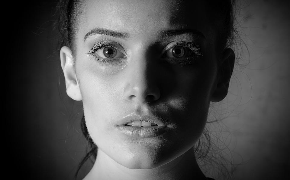 「他人の目」が気になる人の心理